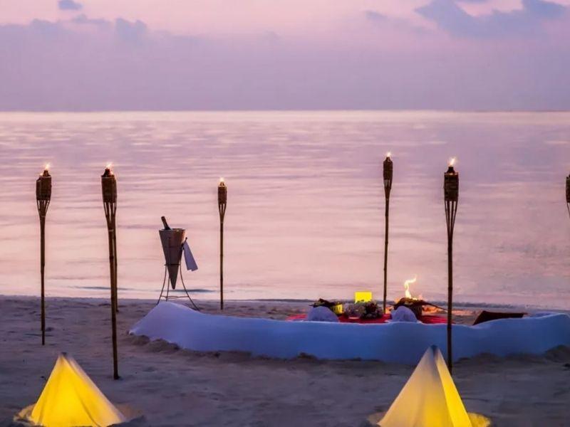 Private beach dining maldives
