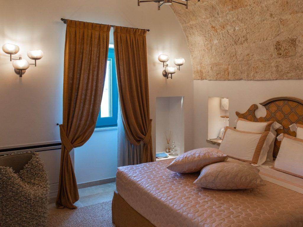 La Piccola bedroom