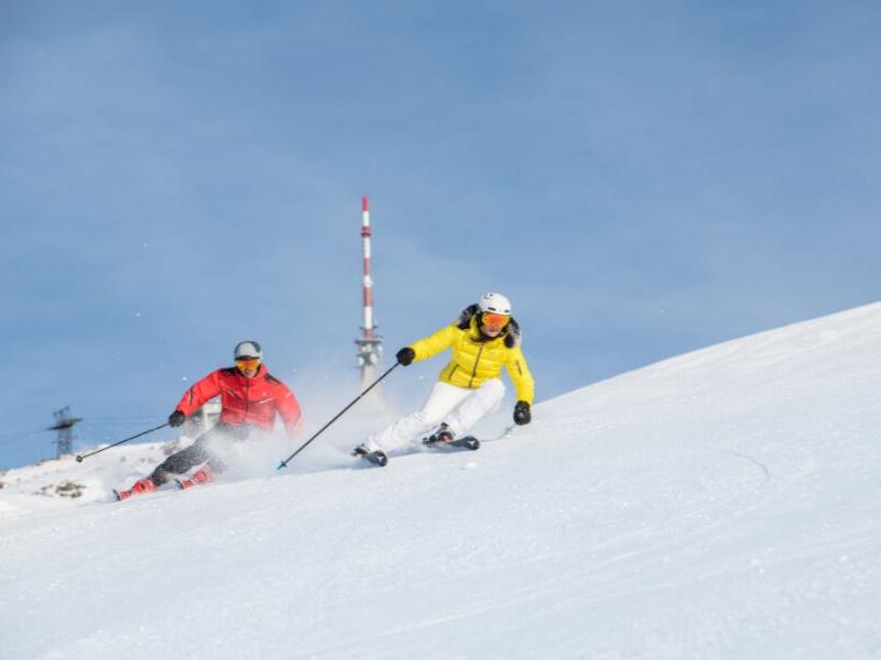 Enjoy the ease at Kitzbuhel OROKO Ski