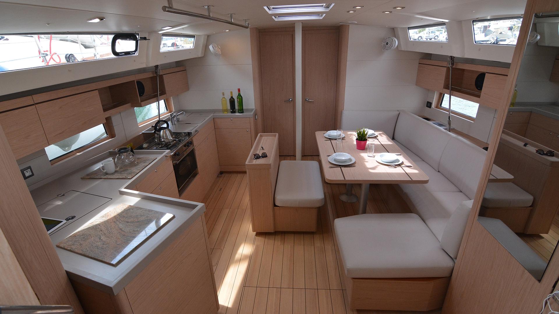 Oceanis 46.1 Living area