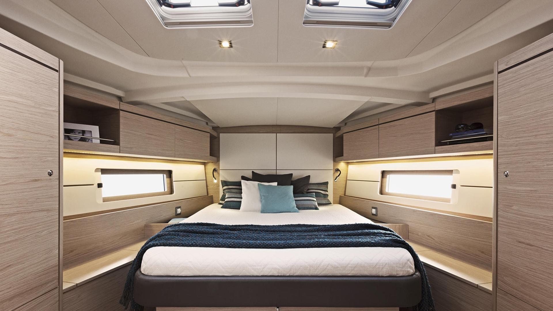 Oceanis 46.1 Master bedroom