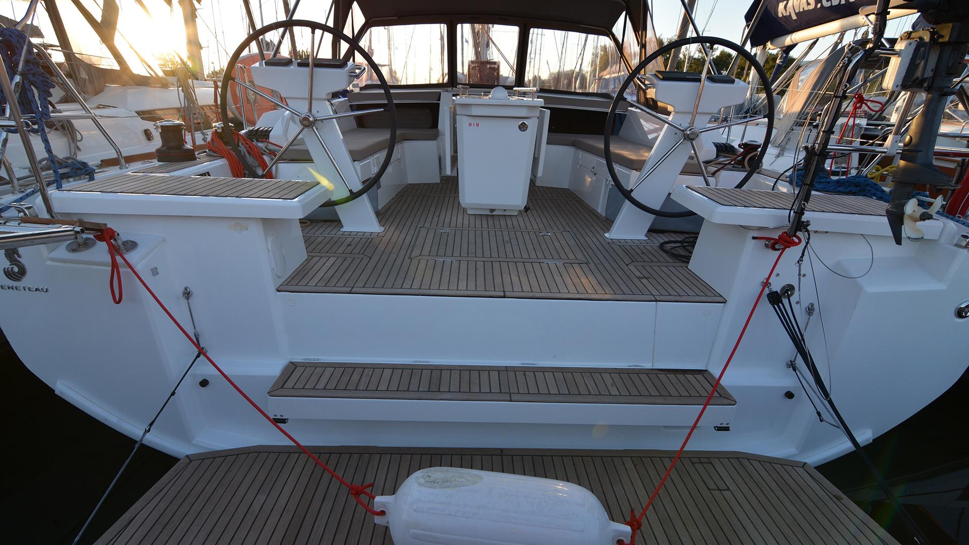 Oceanis 46.1 stern