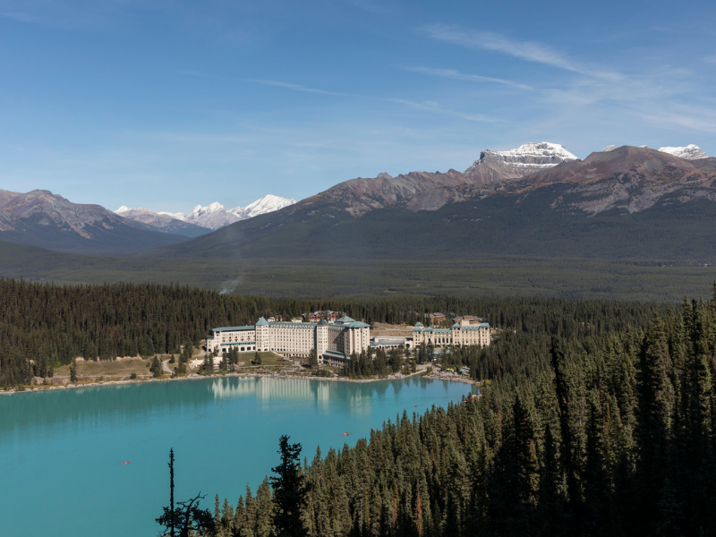 Rocky Mountaineer - Fairmont Lake Louise