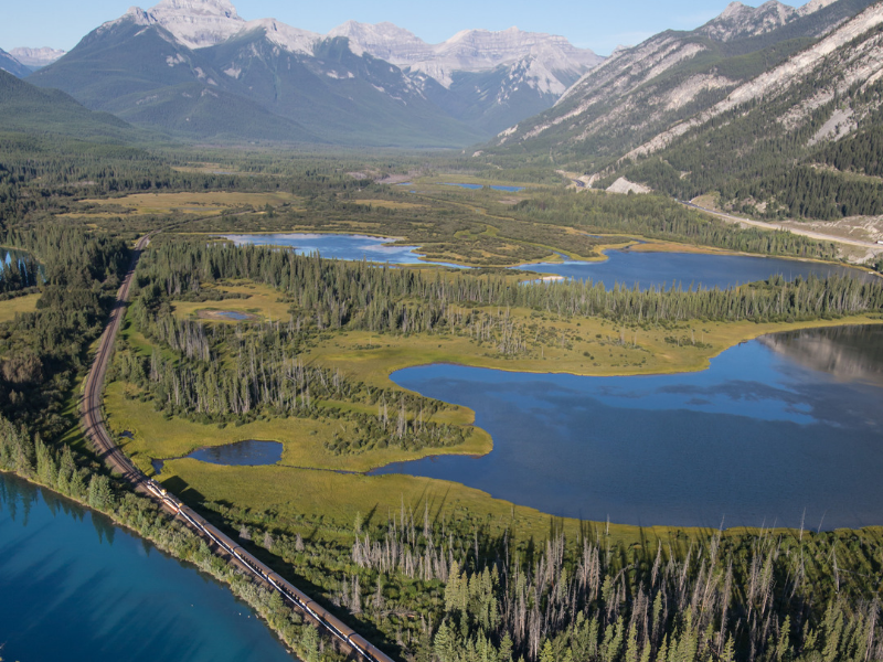 Rocky Mountaineer - Vermilion Lake Banff