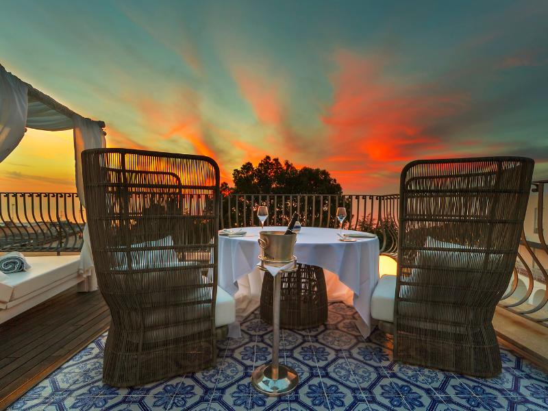 Romantic Rooftop Dining Villa Melia